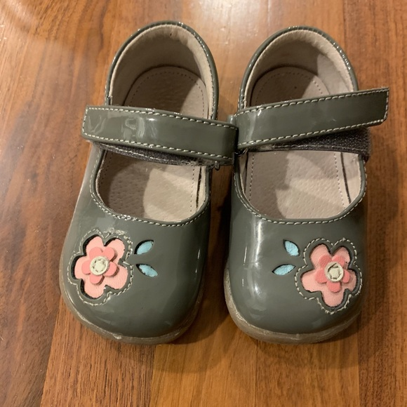 See Kai Run Grey Floral Patent Mary